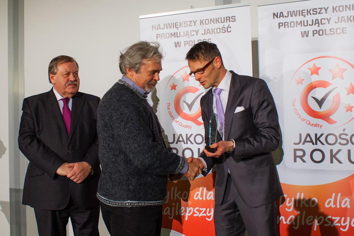 Prof. dr hab. Marek Godlewski odbiera dyplom Jakość Roku Srebro 2012 1